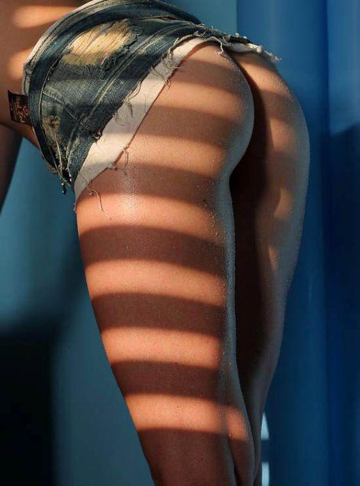 Девушки в коротких юбках и шортах (76 фото)