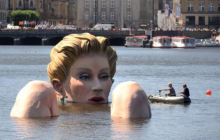 Огромная «Русалка» в Гамбурге (11 фото)