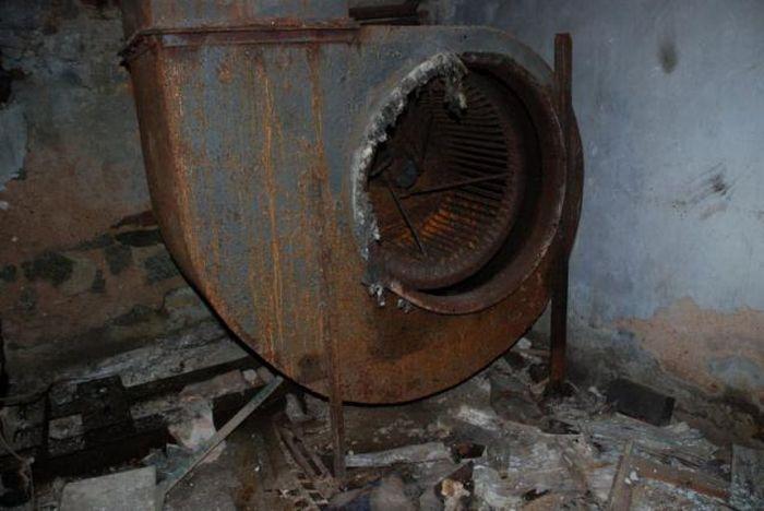 Заброшенная больница (17 фото)