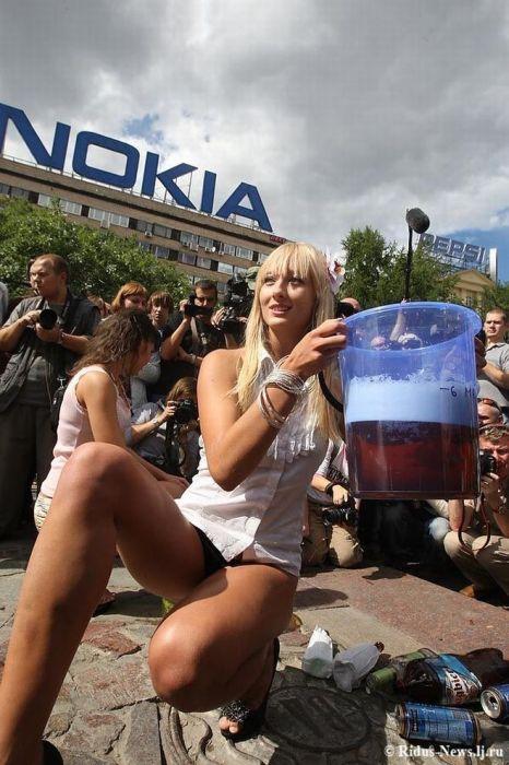 Девушки в поддержку Медведева (20 фото)