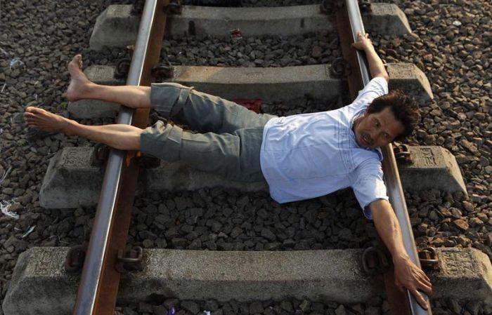 Терапия на железнодорожных рельсах (17 фото)