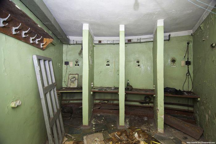 Заброшенный штаб ГО (15 фото)