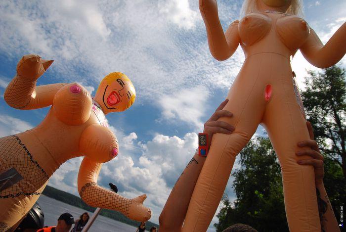 Испытания «взрослых» надувных кукол (45 фото)