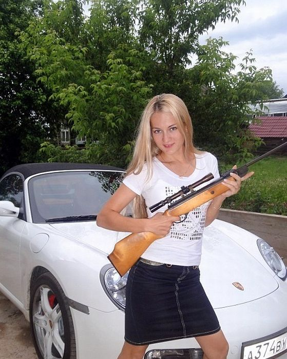 Девушки и автомобили (23 фото)