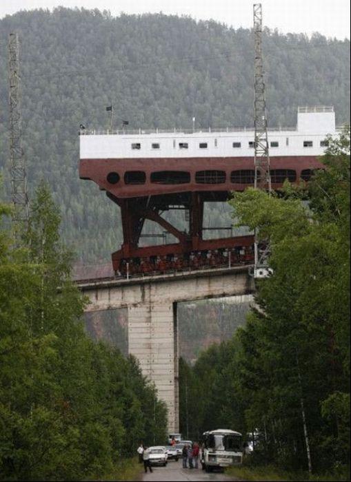 Судоподъемник Красноярской ГЭС (8 фото)