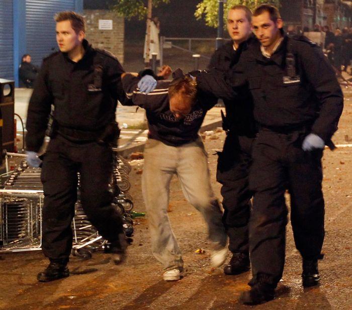 Лондонские беспорядки (26 фото)