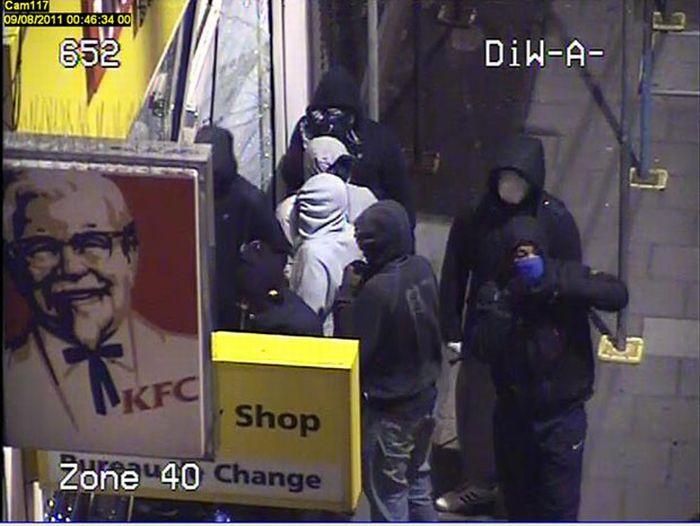 Участники погрома в Лондоне (14 фото)