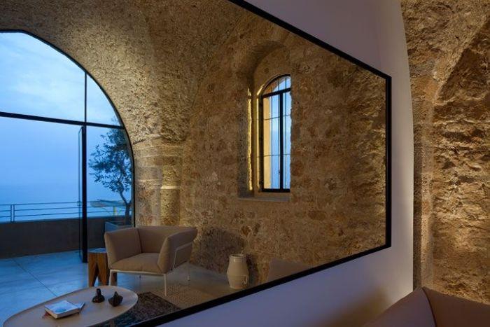 Апартаменты в старинном замке (19 фото)
