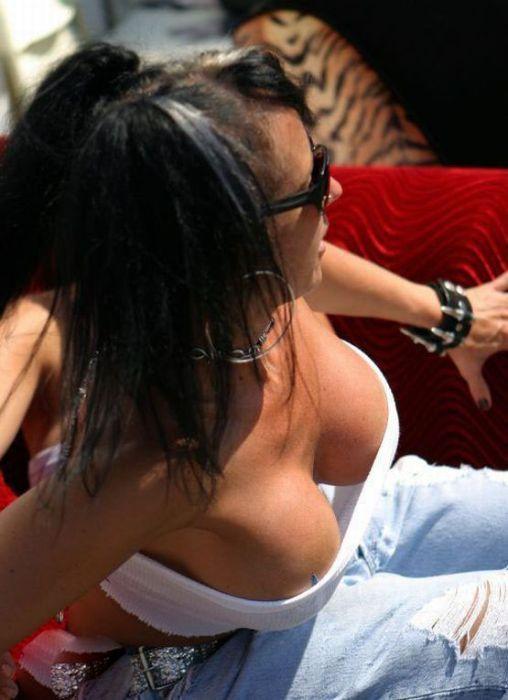 Девушки с шикарным декольте (31 фото)