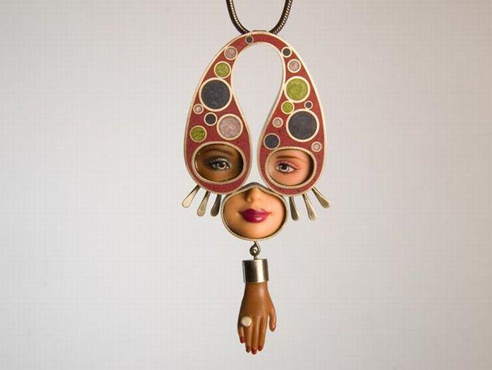 Ожерелья из Барби (15 фото)