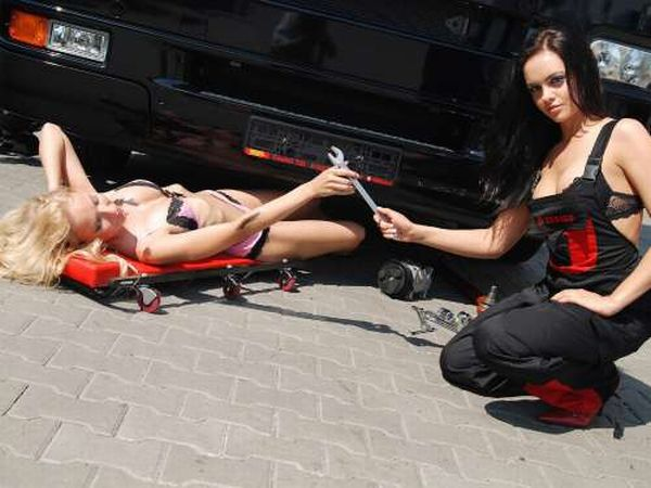 Девушки-автомеханики (22 фото)