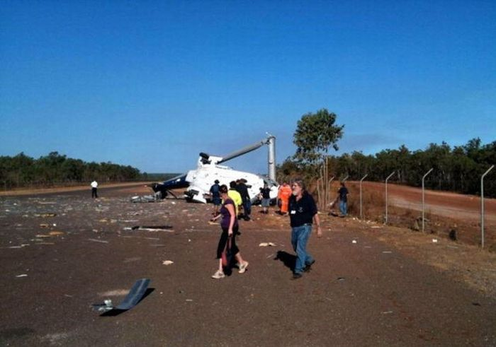 Глупейшее крушение вертолета (5 фото)
