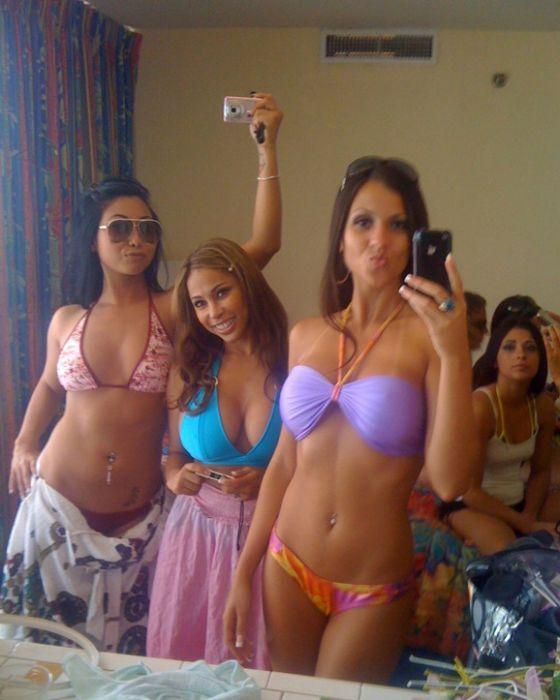 Девушки у зеркала. Часть 2 (86 фото)
