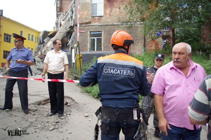 Обрушение стены во Владивостоке (10 фото)