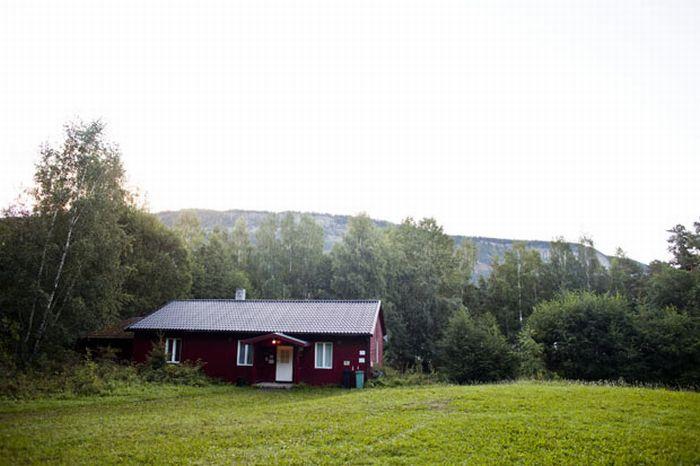 Норвежский остров после трагедии (17 фото)