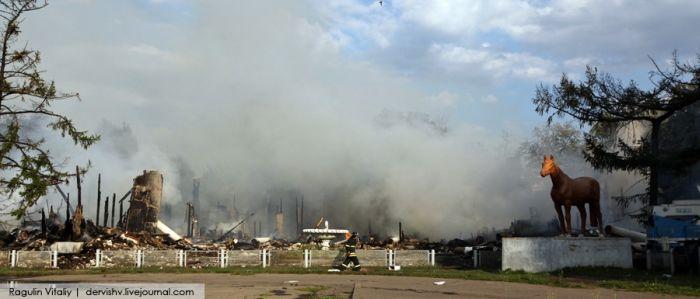 Пожар на ВВЦ (36 фото)