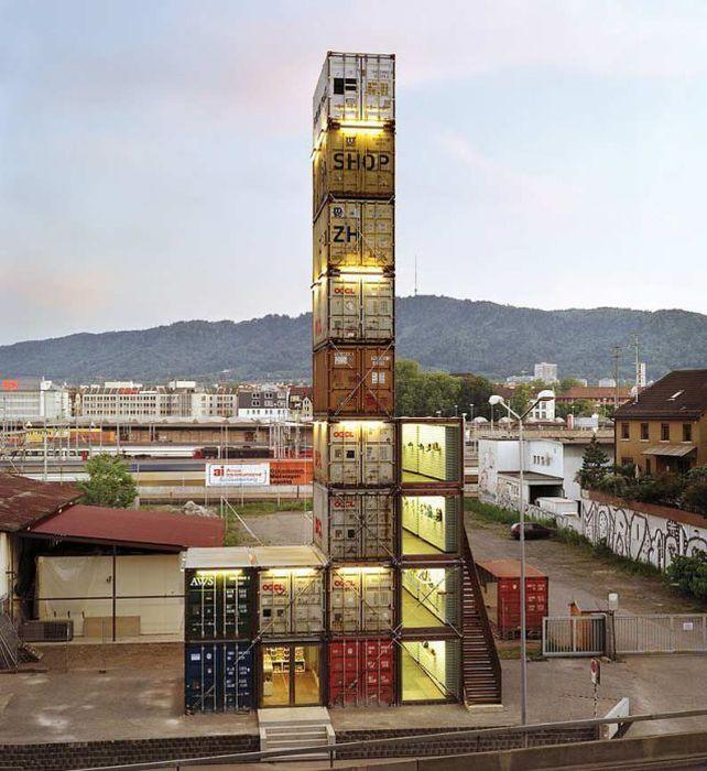 Здания из контейнеров (11 фото)