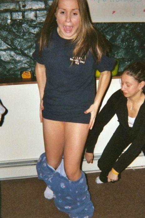 Девушки показывают белье (79 фото)