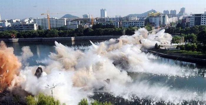Разрушение моста (6 фото)