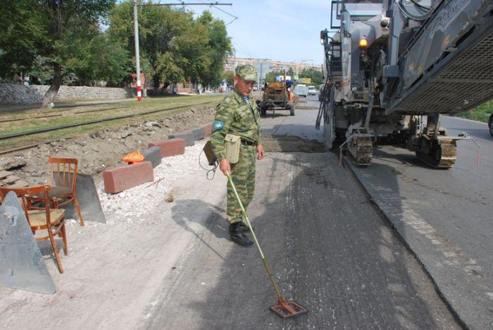 Сапер на дороге в Ульяновске (2 фото)
