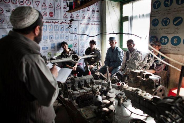 Автошкола в Кабуле (24 фото)