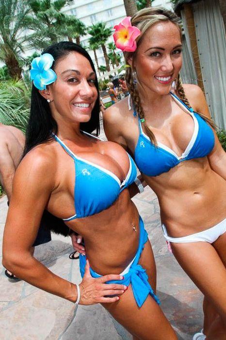 Девушки у бассейна (102 фото)