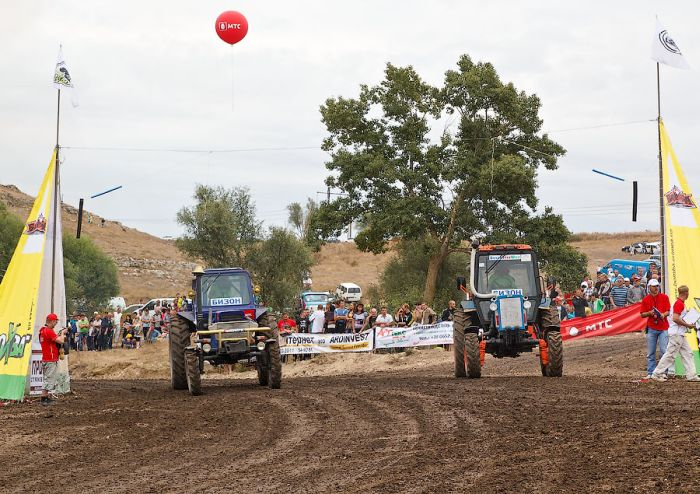 Гонки на тракторах в Крыму (34 фото)