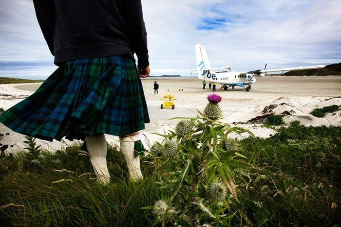 Аэропорт на острове Барра (16 фото)