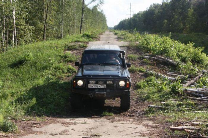Испытательный полигон военных грузовиков (11 фото)