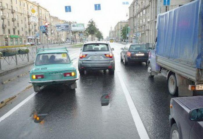 Запорожец въехал в BMW X3 (5 фото)