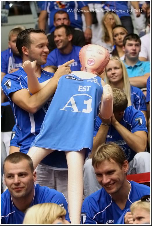 Болельщица на чемпионате Европы по волейболу (6 фото)