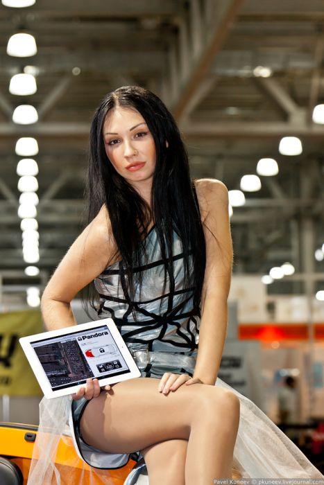 """Девушки с выставки """"Интеравто 2011"""" (50 фото)"""