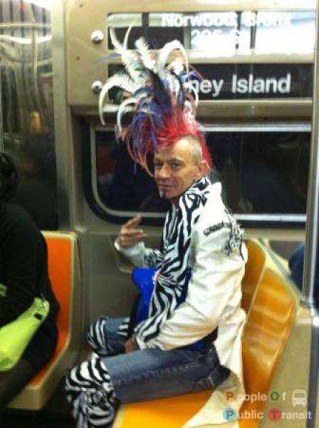 Странные люди в метро. Часть 4 (89 фото)