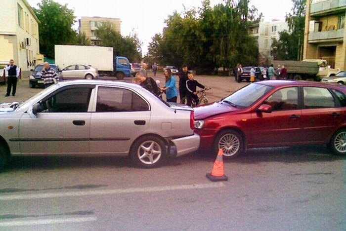 Свадебный кортеж угодил в аварию (5 фото)