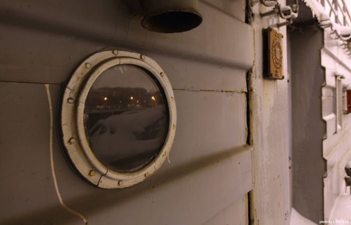 Речной причал, скованный льдами (33 фото)