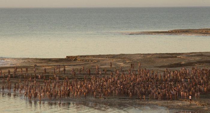 Спенсер Туник на берегу Мертвого моря (9 фото)