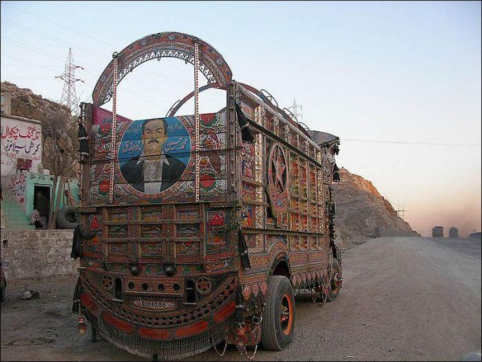 Грузовики Пакистана (23 фото)