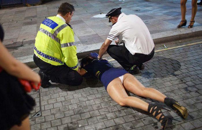 Пьяная молодежь Великобритании (16 фото)