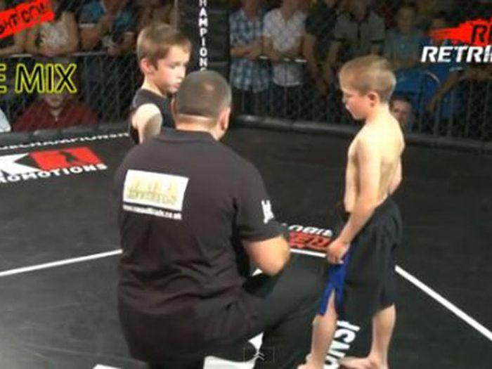 Детские бои без правил (12 фото + видео)