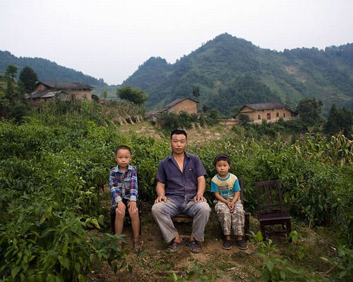 Люди, чьи родственники уехали на заработки (10 фото)