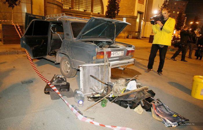 Подозрительный автомобиль на ярославском вокзале (8 фото)