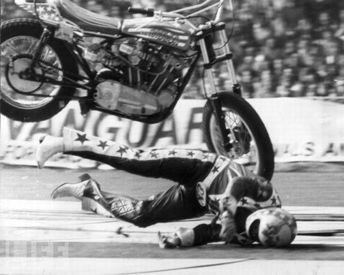 Падения мотоциклистов. Часть 2 (31 фото)