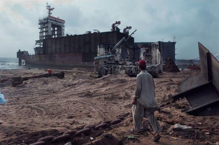 Пакистанское кладбище кораблей (42 фото)
