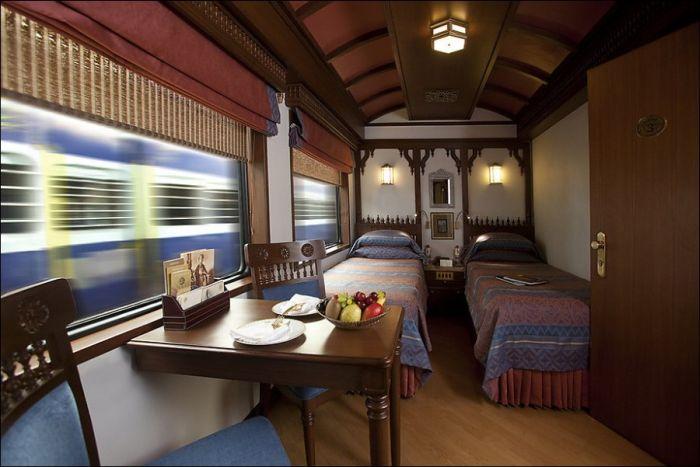 Поезд-люкс в Индии (28 фото)