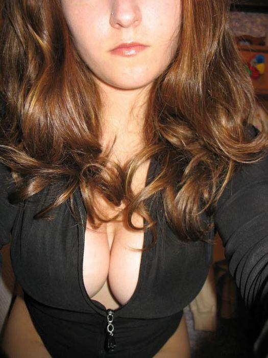 Девушки в сексуальных свитерах (127 фото)