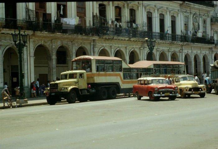 Кубинский общественный транспорт (11 фото)
