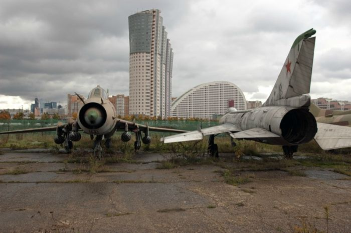 Забытые самолеты и вертолеты (30 фото)