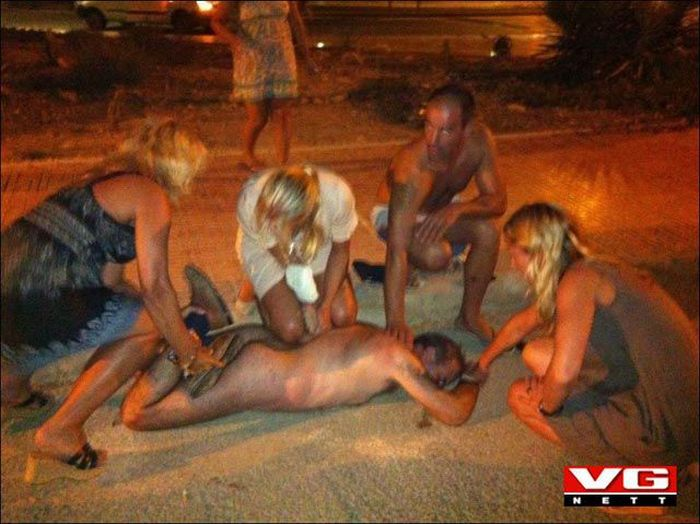 Эксгибиционист-неудачник (4 фото)