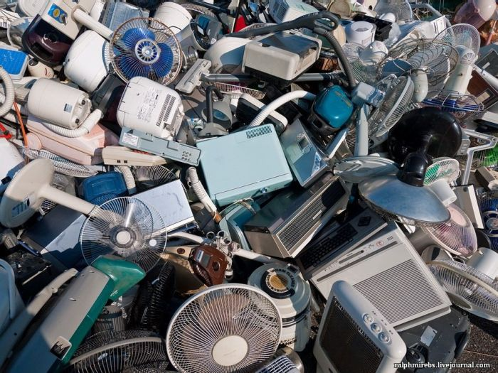 Свалка старой электроники в Китае (17 фото)