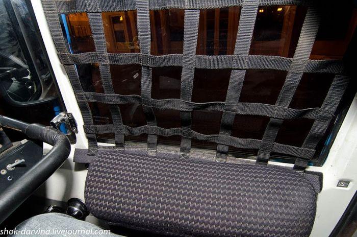Внутри кабины гоночного КАМАЗа (18 фото)